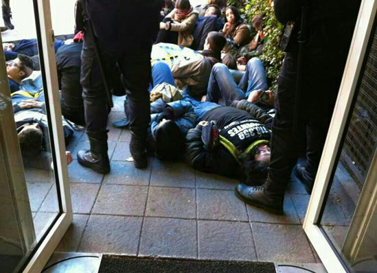 A photo of protesters blocking the entrance to an abortion clinic posted on Facebook by Elena Valenciano