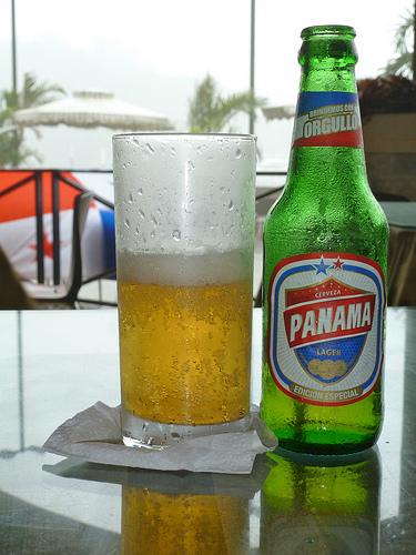 Cerveza Panamá, foto de usuario de Flickr Erik Cleves Kristensen, bajo licencia Creative Commons (CC BY 2.0)