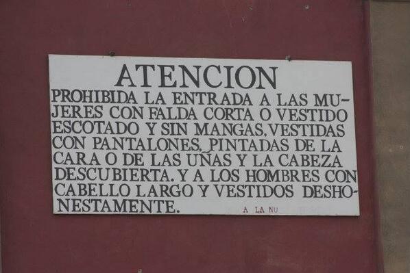 Las reglas de la escuela en La nueva Jerusalén, Michoacán. Foto compartida por @tlanemani_tlan en Twitter.