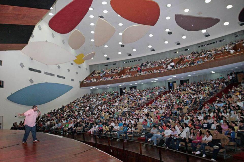 UCV en asamblea estudiantil sobre el paro indefinido en el Aula Magna. Usada con permiso