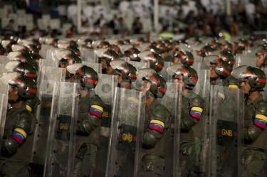 Guardia Nacional Bolivariana (GNB) durante celebración 202 de la independencia de Venezuela. Foto de Santi Donaire, copyright Demotix.