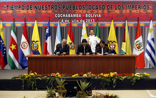 Reunión de la UNASUR el 4 de julio, 2013, en respuesta el incidente del avión de Evo Morales en Europa. Foto compartida por Presidencia de la República de Ecuador en Flickr (CC BY-NC-SA 2.0)