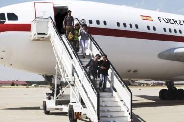 Las cooperantes, a su llegada a España tras su liberación. Imagen de la web de RTVE.