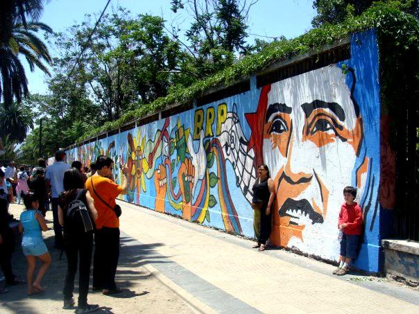 Mural de Víctor Jara en Santiago, Chile. Foto de Gerardo Espindola.
