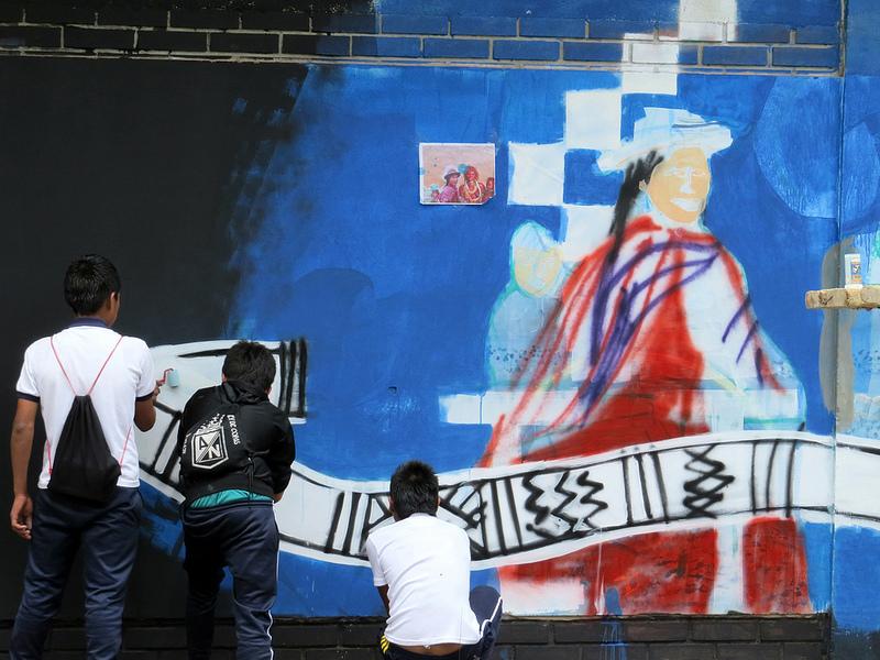 Alumnos del CECIDIC. Foto compartida en Flickr por Minga de los Muralistas de los Pueblos, bajo licencia Creative Commons (CC BY-NC-SA 2.0)