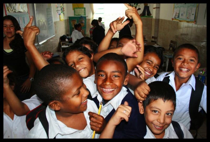Niños del colegio Jesús María Olaso en Caracas, Venezuela. Foto de Marino González en Flickr, bajo licencia Creative Commons  (CC BY-NC-ND 2.0)