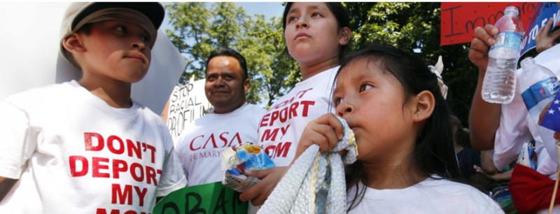 Cientos de familias hispanas salieron a las calles por un llamado a una reforma migratoria integral. Foto cortesía de Alliance for Citizenship.