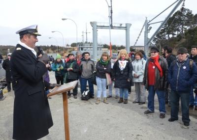Bienvenida a agrupaciones de derechos humanos en Isla Dawson