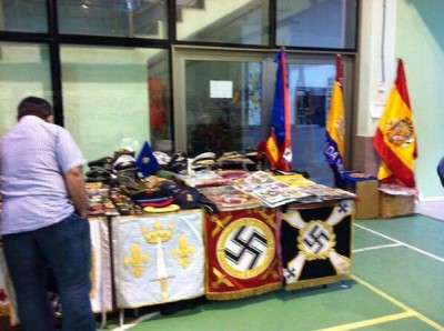 Another market stall, with two large swastikas in the foreground. Photo uploaded to Twitter by alberto pérez ferré