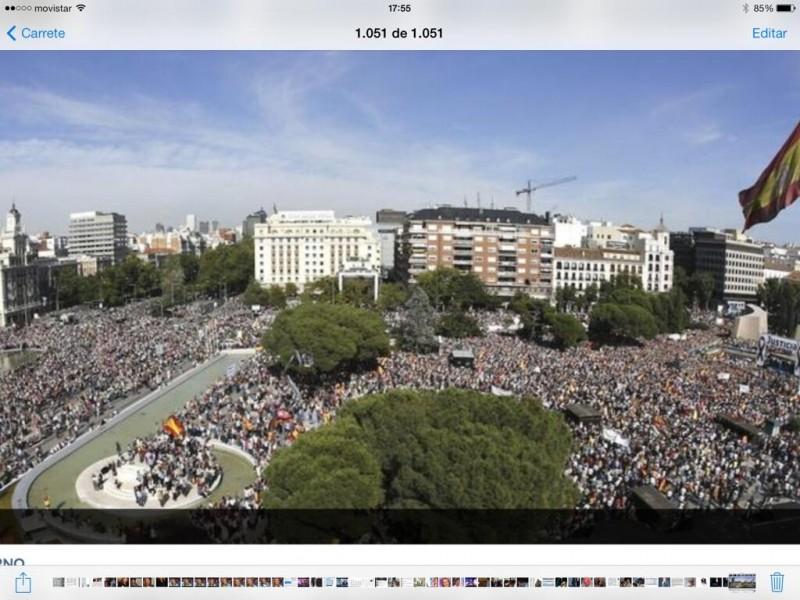 Vista de la Plaza Colón de Madrid ocupada por la manifestación convocada por la AVT. Foto subida a Twitter por Isabel Durán