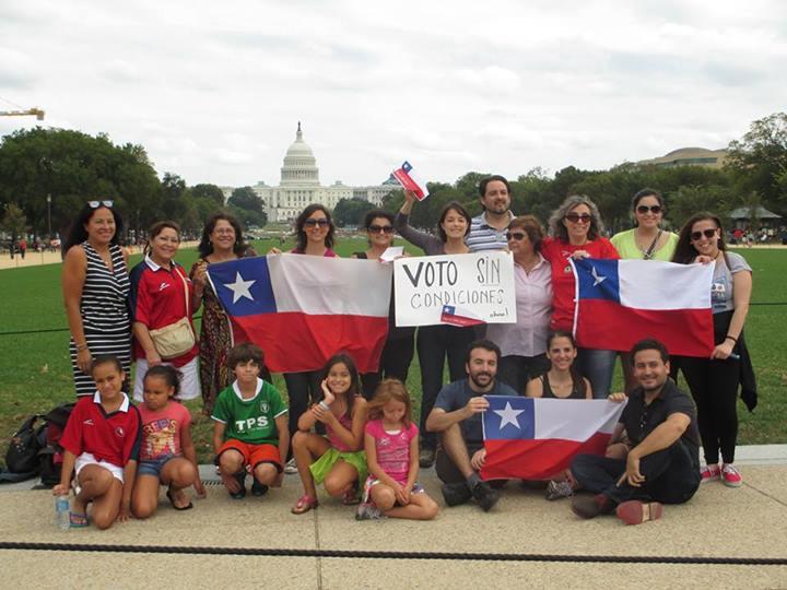 Chilenos y chilenas exigen voto sin condiciones desde Washington, DC, EEUU. Foto compartida en la página de Facebook de Haz tu Voto Volar.