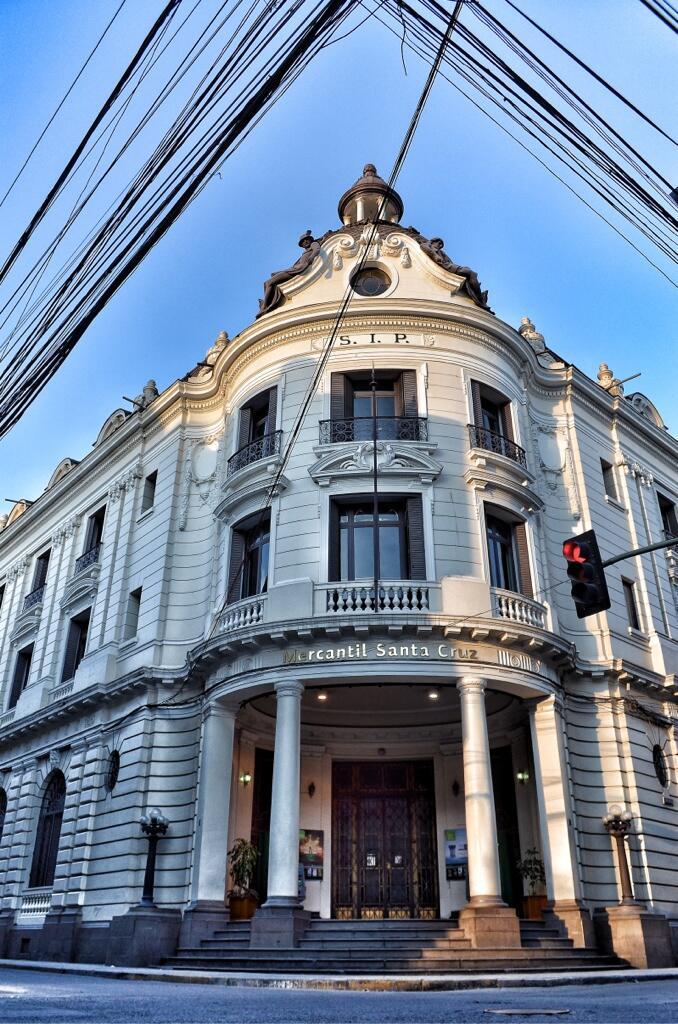 Banco Mercantil Santa Cruz. Foto por @arquitecta compartida en Twitter.