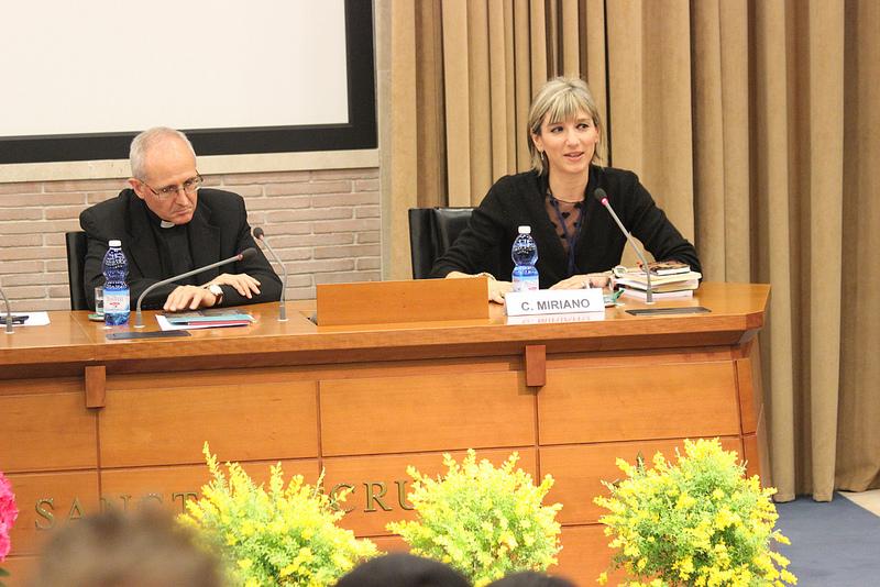 Constanza Miriano interviene en el congreso «La figura del padre en las series televisivas», abril de 2013. Foto del usuario lafiguradelpadre Congreso, con licencia CC BY 2.0