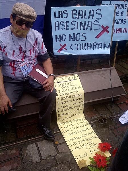Periodistas protestando en Honduras. Foto de Lilian Caballero compartida por Esther Vargas en Flickr bajo una licencia de Creative Commons (CC BY-NC-SA 2.0)