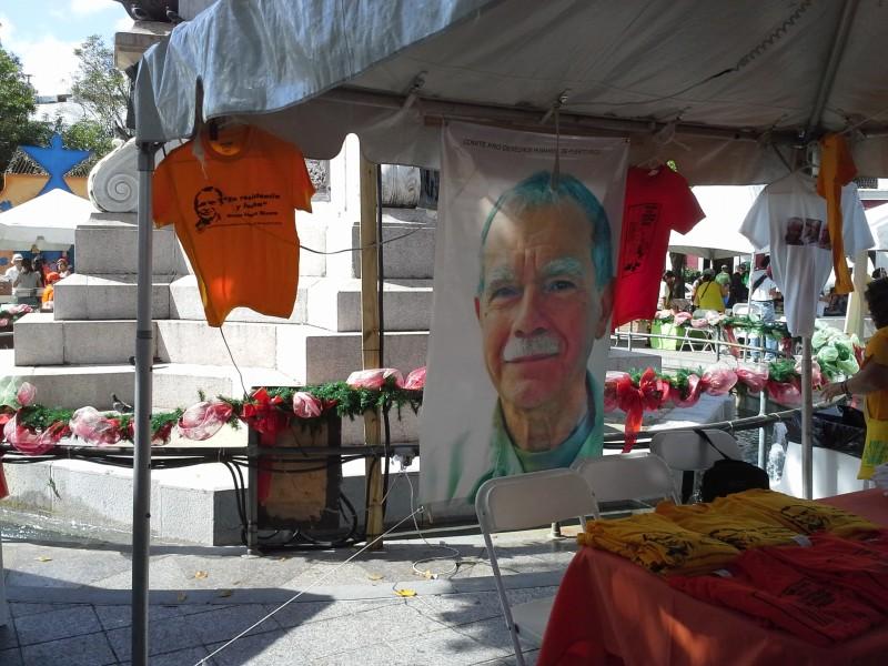 En las Fiestas también se estaban recogiendo firmas solicitando la excarcelación del prisionero político Oscar López Rivera.