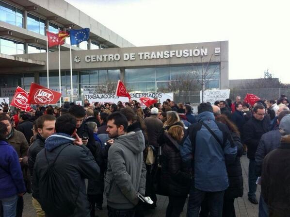 Protesta por la privatización de las donaciones ante el Centro de Transfusiones de Madrid. Foto publicada en Twitter por Patusalud HIC