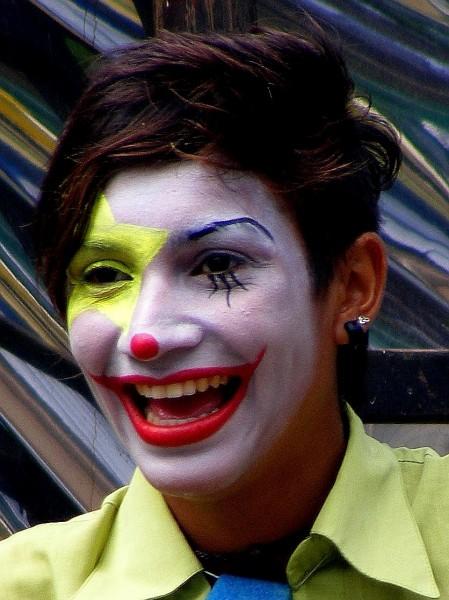 """""""Esta foto es de Diciembre del 2006.  Ella y su compañero hacen Clown. En esa oportunidad lo estaban haciendo en la Feria de Villa Biarritz en Punta Carretas, Montevideo."""""""