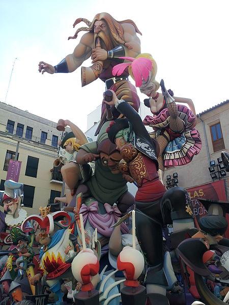 Falla El Pilar. Foto de Coentor en Wikimedia Commons, con licencia CC BY-SA 3.0.