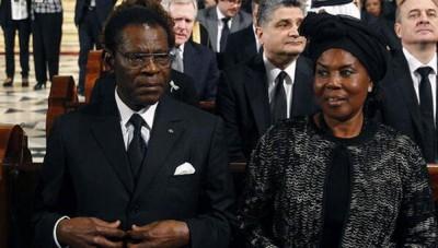Obiang y su esposa en el funeral por el expresidente Suárez