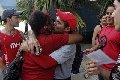 Besada por la diversidad y la igualdad en La Habana, Cuba. (Foto cortesía de Jorge Luis Baños)