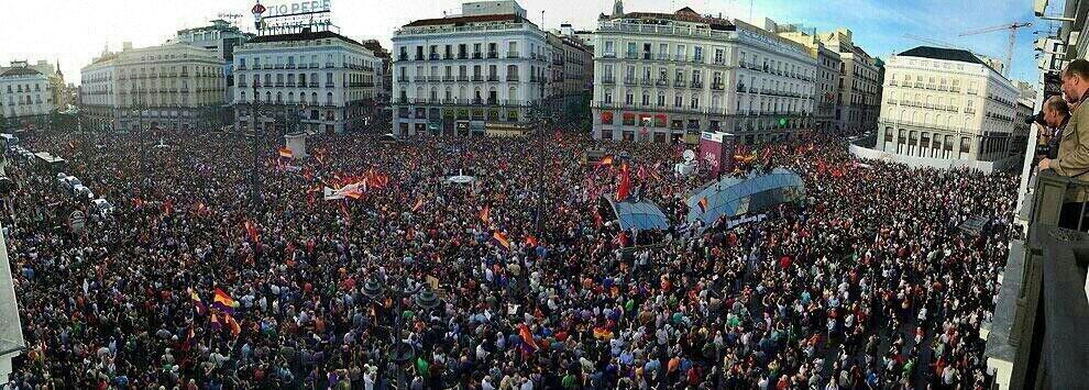 Vista de la Puerta del Sol (Madrid) durante la manifestación del día 2 de junio. Foto subida a Twitter por Danips.