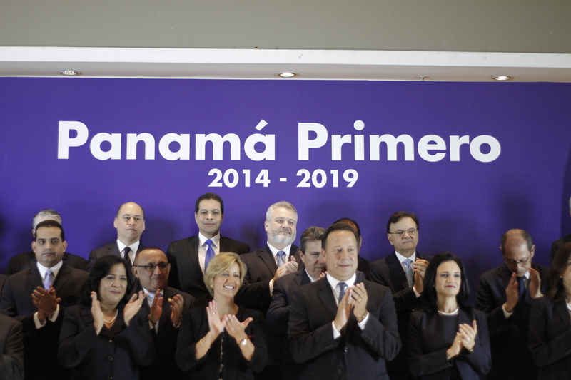 Newly elected President of Panama presents his ministers