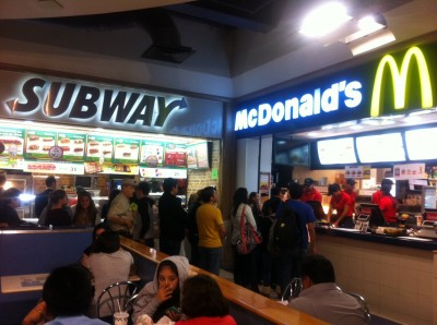 Establecimientos de comida rápida en México. Foto de http://juantadeo.wordpress.com/