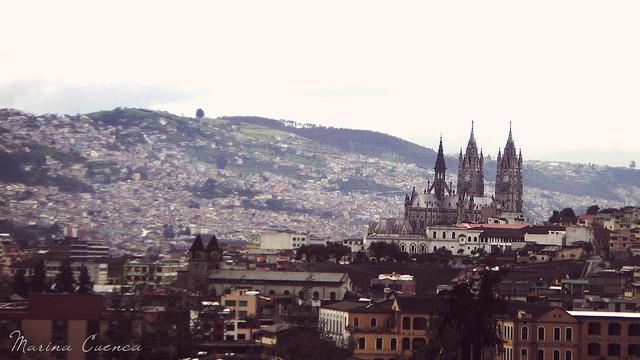Vista panorámica de Quito. Imagen en flickr del usuario DarlynMeyer (CC BY-NC 2.0).