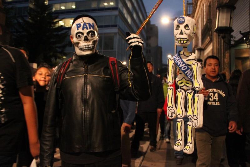 Manifestación que representa el entierro simbólico del Partido Acción Nacional en México, 4 de julio de 2011, por Marcelo Hernandez, Demotix.