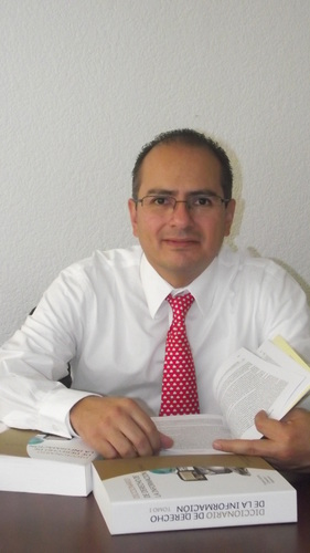 Ernesto Villanueva. Foto de su perfil de Twitter.