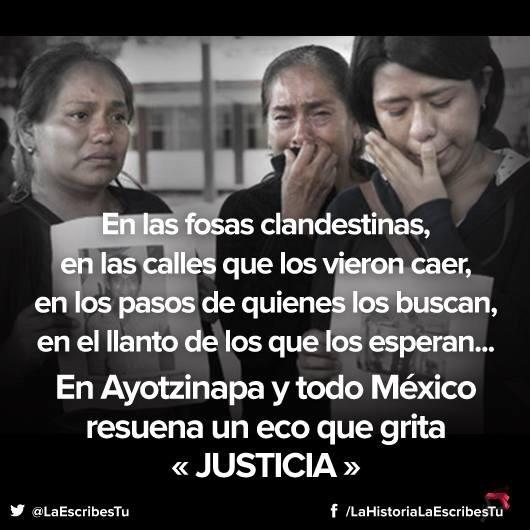 """""""V tajných hrobech, v ulicích, které je viděly padat, v krocích těch, kteří je hledají, v nářku těch, kteří na ně čekají… V Ayotzinapě a celém Mexiku se rozléhá ozvěna, která křičí SPRAVEDLNOST."""" Fotografie z Twitteru od uživatele @LaEscribesTu."""