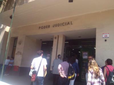 Fachada del del Tribunal Oral en lo Criminal (TCO) 1 de Quilmes, Argentina, donde Reina Maraz fue condenada a cadena perpétua. Foto de Andar Agencia usada con autorización