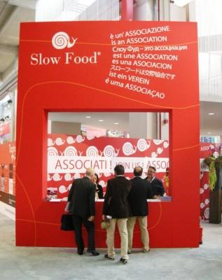 Presentación del movimiento Slow Food en una feria italiana. Fuente: Wikipédia