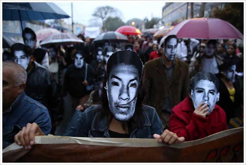 #20NovMX - Xalapa por Ayotzinapa. Imagen tomada de la cuenta Montecruz Foto en Flickr bajo licencia Common Creatives.
