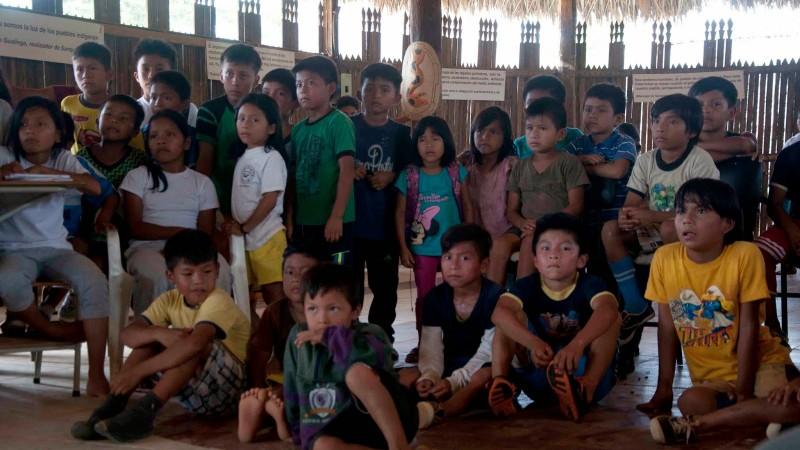 Niños interesados en el taller. Foto usada con autorización.