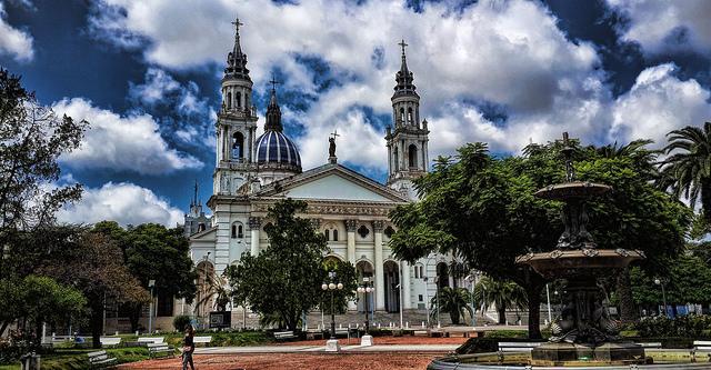 Catedral de la Ciudad de Paraná  - Imagen de usuario de flickr Mariano Mantel bajo licencia (CC BY-NC 2.0)