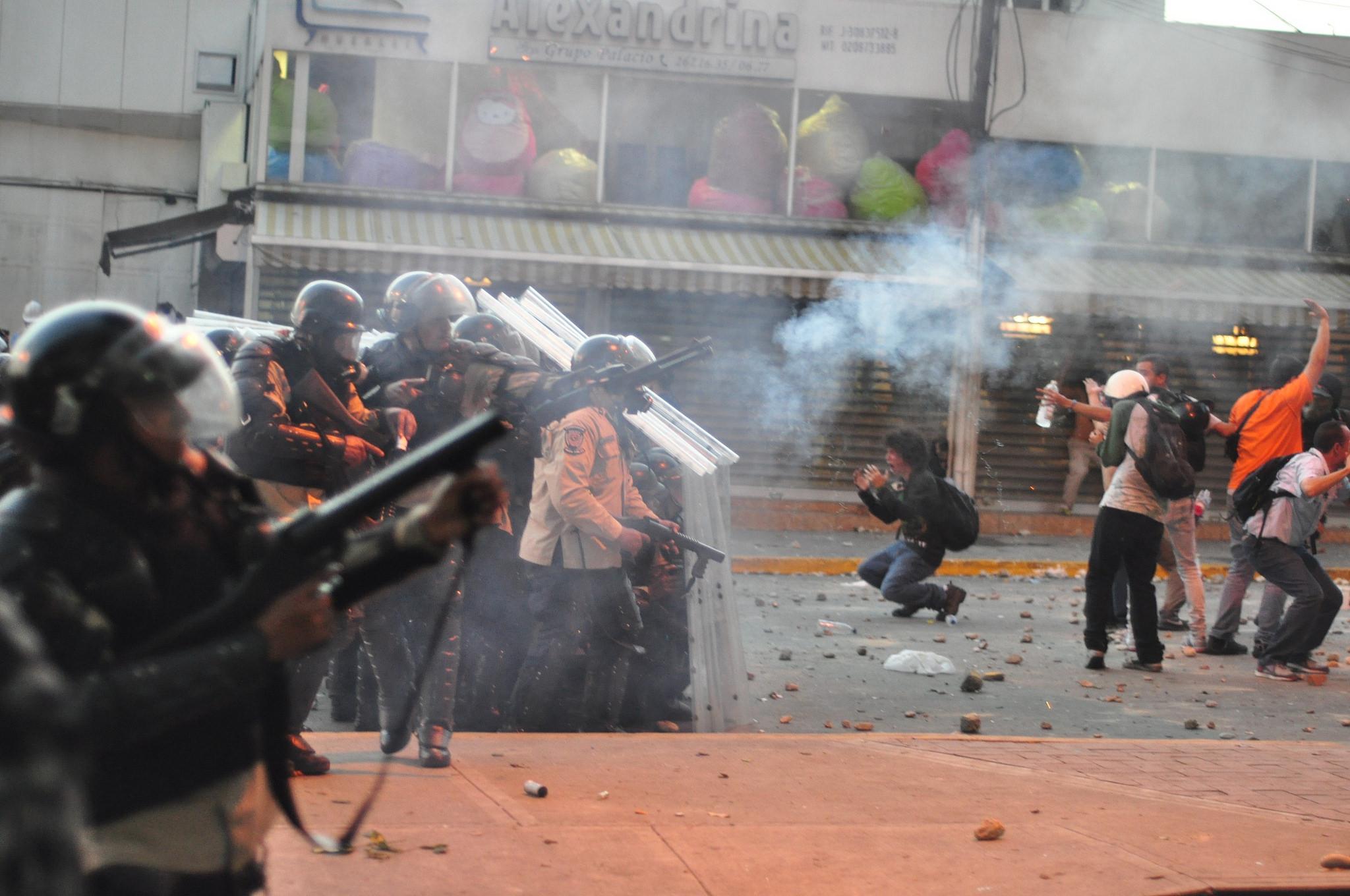 Foto de protesta el 15 de febrero de 2014 en Caracas, Venezuela. Foto de la cuenta de Flick de Andrés E. Azpúrua usada bajo licencia Creative Commons.
