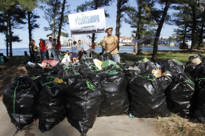 Las redes sociales han sido utilizadas en Cuba para la movilización ciudadana en iniciativas ecológicas como Twittsaneo (Foto: Jorge Luis Sánchez, reproducida con autorización)