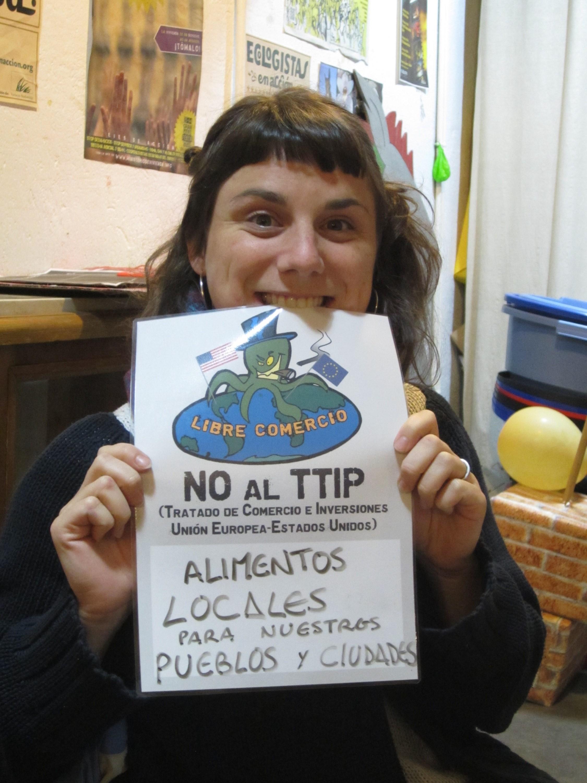 """""""Alimentos locais para as nossas cidades e cidadãos"""". Poster usado na acção contra o TTIP. (CC BY-SA 2.0)"""
