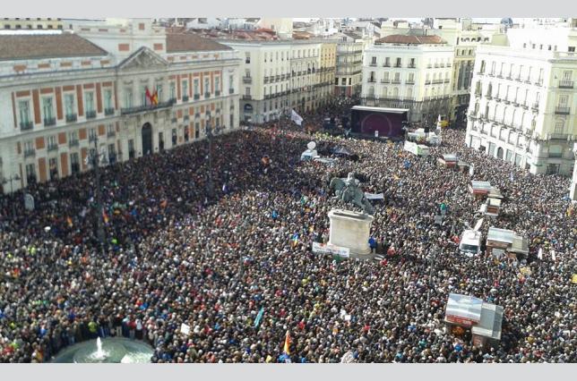 """""""A grande marcha pela mudança"""", em Madrid, Espanha. Foto de Olmo Calvo, Periódico Diagonal. Republicada sob uma Licença Creative Commons."""