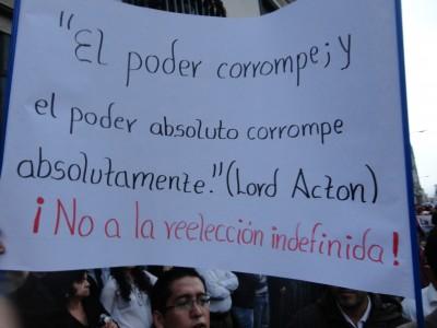 El rechazo a la reelección indefinida por parte de los manifestantes de oposición. Foto: Gina Yauri