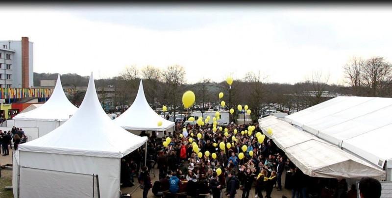 Suelta de globos en el campus de la ULB para pedir la liberación de Hamid Babaei. Foto de JH Baraër Bridou, utilizada con permiso