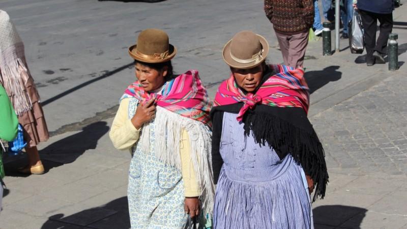 Cholitas, Bolivia. Imagen en Flickr del usuario Lemurian Grove (CC BY-NC 2.0).