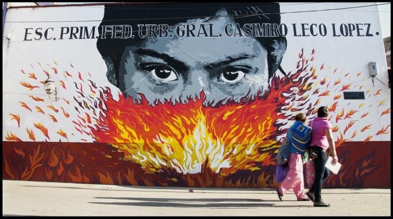 Mural en Cherán. Realizado por el Colectivo DEXPIERTE - Colombia, en el tercer aniversario del Gobierno Comunal. Fotografía del Colectivo DEXPIERTE. Publicada con permiso.