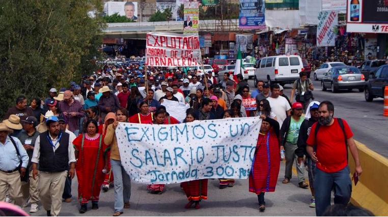 Imagen de una de las recientes protestas de los  jornaleros de San Quintín por mejoras laborales.