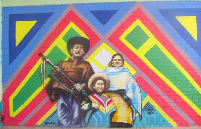 Mural de familia Nasa. Cauca. Colombia. Los Nasa han sido objeto de ataques mortíferos en sus tierras ancestrales.Foto: cuenta de Flickr de Geya Garcia bajo licencia Creative Commons.