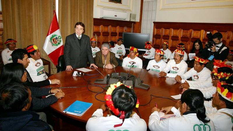 Delegación de la comunidad awajún en visita al Congreso Peruano. Foto en Flickr con licencia (CC BY 2.0).
