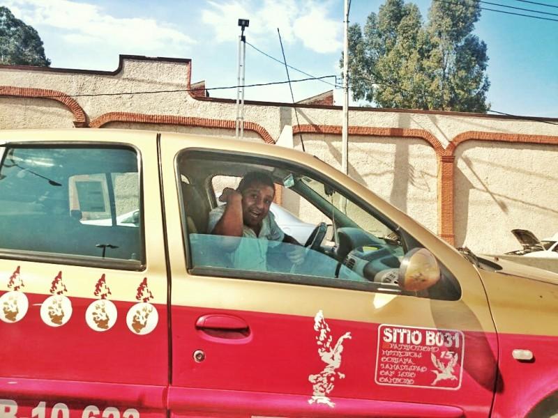 Taxista en la Ciudad de México. Foto: Juan Tadeo.