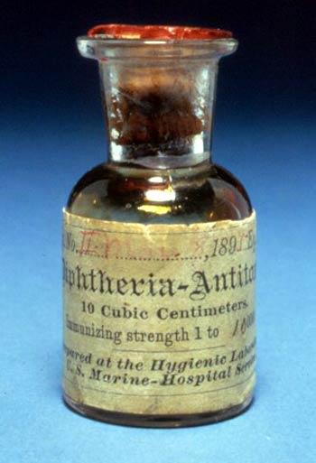 Antitoxina diftérica de 1895. Imagen de dominio público en Wikimedia Commons
