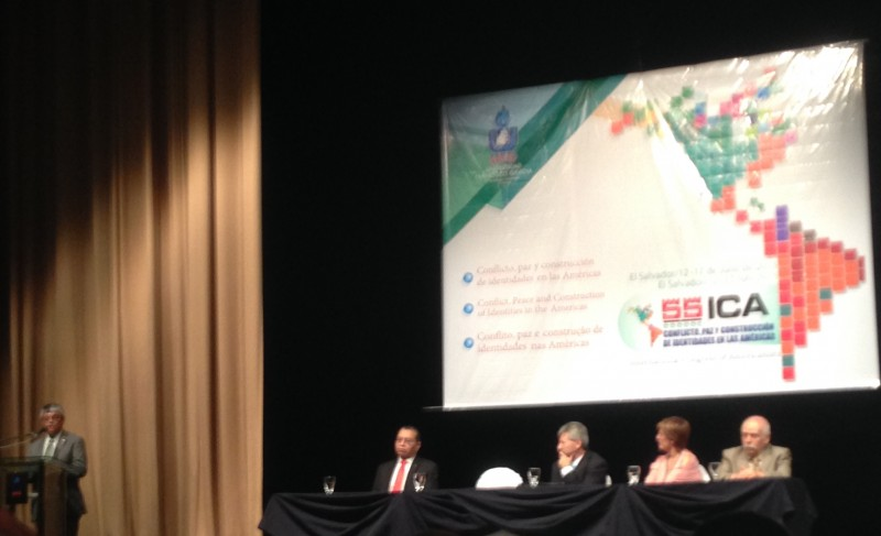 Ceremonia de apertura del 55° Congreso Internacional de Americanistas, Teatro Presidente, San Salvador, El Salvador. Fotografía de autoría propia